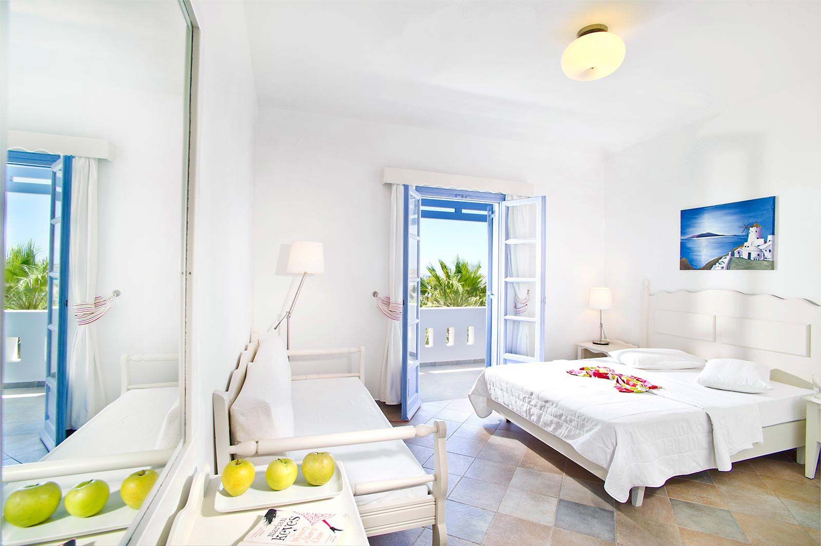 Rooms gallery koufonisia hotel resort hotel in for Hotels with family rooms for 5